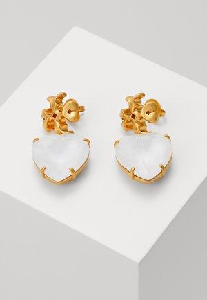CARVED KIRA HEART EARRING - Earrings - rolled brass / white crystal