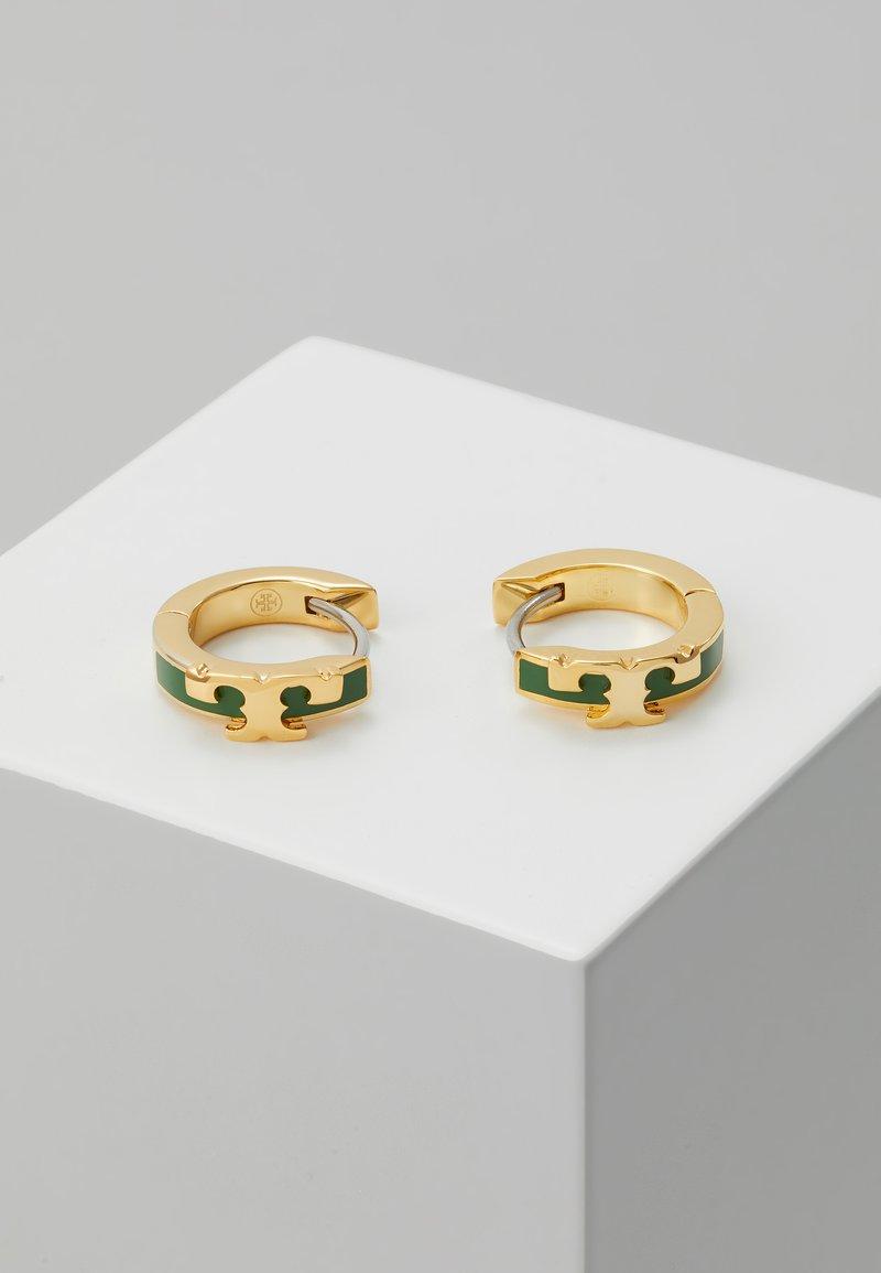Tory Burch - KIRA STACKABLE HUGGIE HOOP EARRING - Orecchini - gold-coloured/arugula
