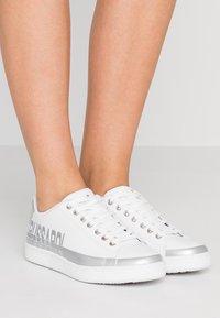 Trussardi Jeans - Sneakers basse - white/silver - 0
