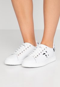 Trussardi Jeans - Sneakers basse - white - 0