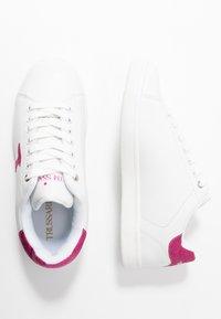 Trussardi Jeans - Tenisky - white/fuschia - 3