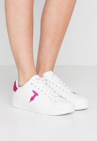 Trussardi Jeans - Tenisky - white/fuschia - 0