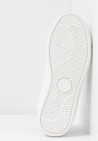 Trussardi Jeans - Tenisky - white/fuschia - 6