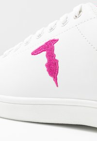 Trussardi Jeans - Tenisky - white/fuschia - 2