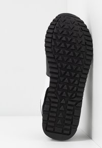 Trussardi Jeans - Tenisky - white/black - 6