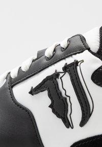 Trussardi Jeans - Tenisky - white/black - 2
