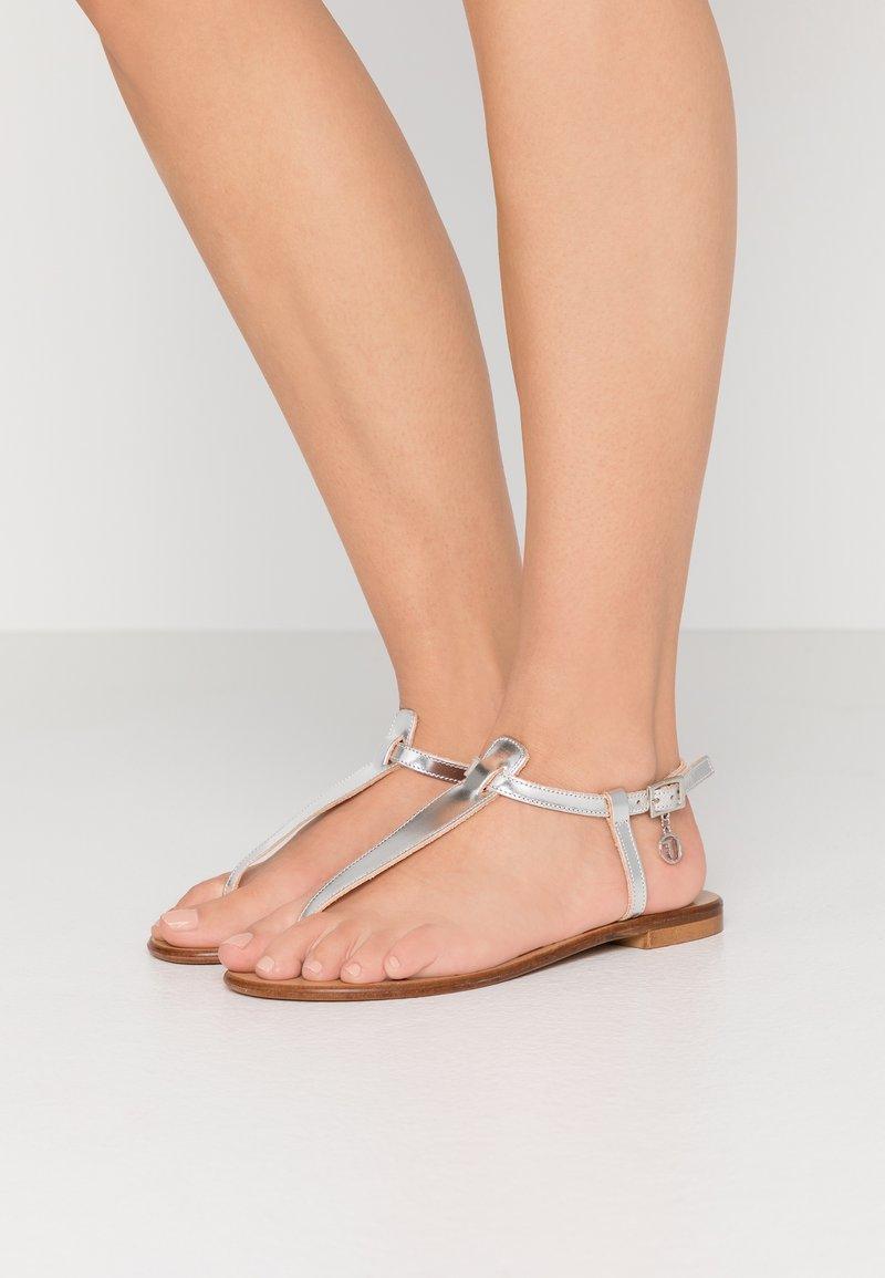 Trussardi Jeans - Sandaler m/ tåsplit - silver