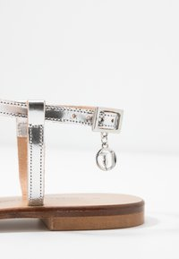 Trussardi Jeans - Sandaler m/ tåsplit - silver - 2