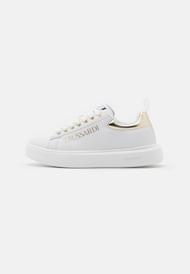 YRIAS LOGO PRINT - Sneakers laag - white/gold