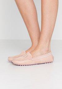 Trussardi Jeans - EXCLUSIVE  - Mokasíny - lotus - 0
