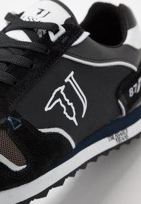 Trussardi Jeans - Baskets basses - anthracite/blue/navy - 5