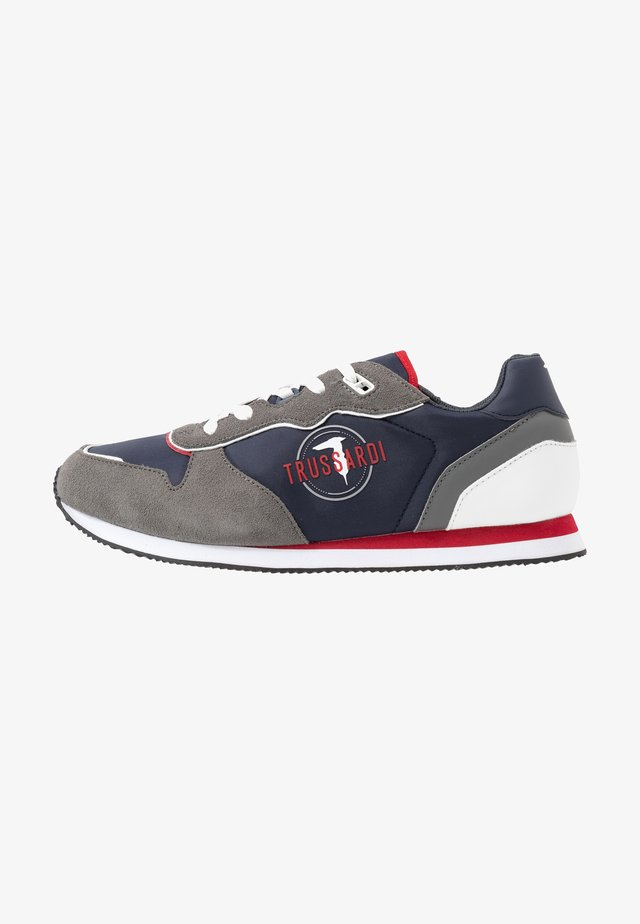 Sneakers - blue/grey/red
