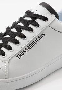 Trussardi Jeans - Baskets basses - white/black - 5
