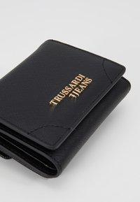 Trussardi Jeans - BELLA CONTINENTAL SAFFIANO - Peněženka - black - 2