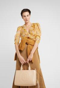 Trussardi Jeans - FAITH SMOOTH SHOPPER - Handbag - nude - 1