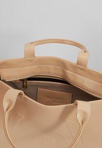 Trussardi Jeans - FAITH SMOOTH SHOPPER - Handbag - nude - 4