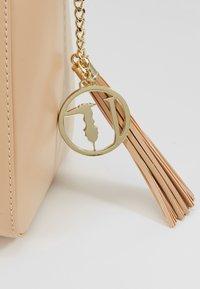 Trussardi Jeans - FAITH SMOOTH SHOPPER - Handbag - nude - 6