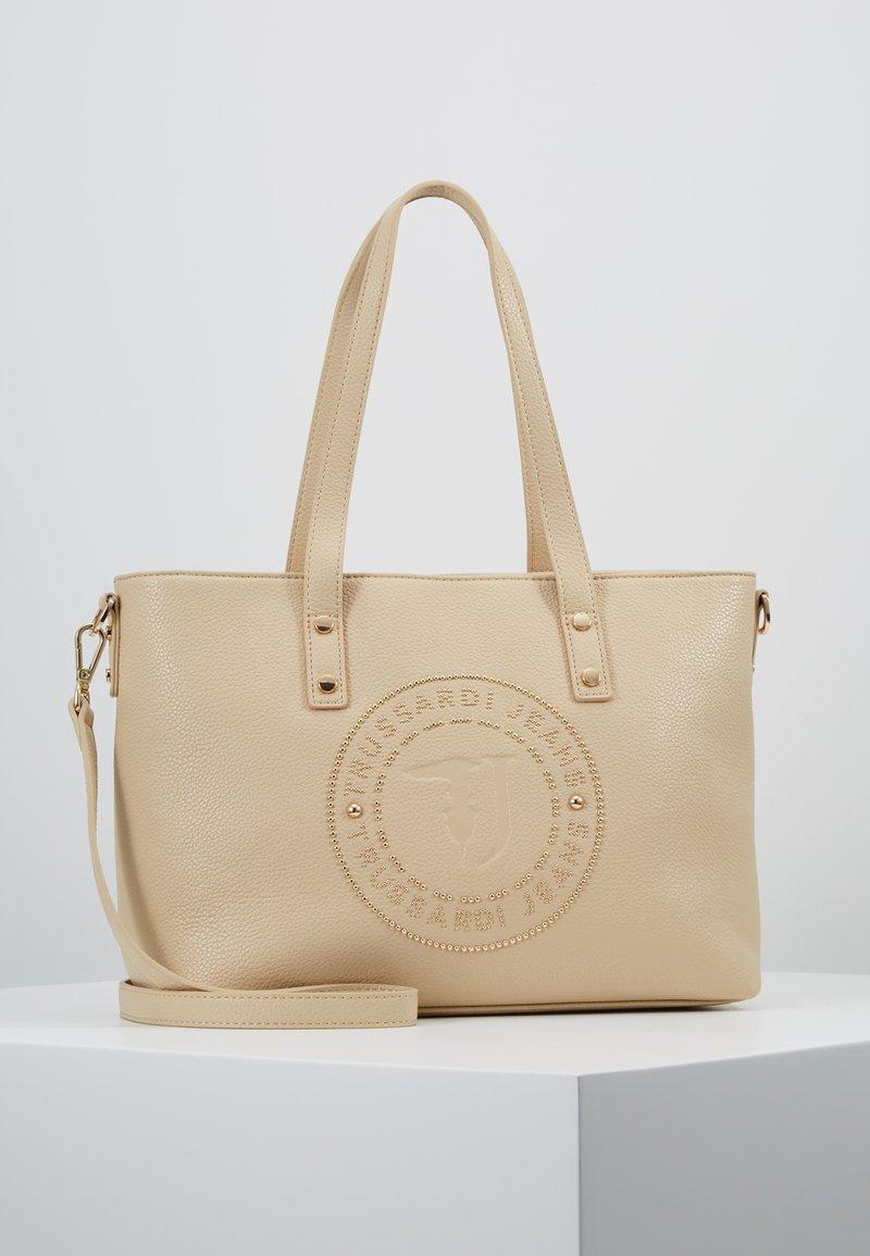 Trussardi Jeans - HARPER TUMBLED SHOPPER - Handtasche - nude/light gold