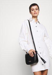 Trussardi Jeans - AMANDA SHOULDER GRAINED AND SMOOTH - Taška spříčným popruhem - black - 1