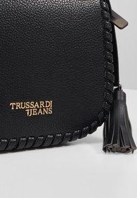 Trussardi Jeans - AMANDA SHOULDER GRAINED AND SMOOTH - Taška spříčným popruhem - black - 5