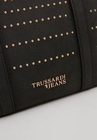 Trussardi Jeans - ANITA TOTE STRIPES STUDS - Käsilaukku - black - 2