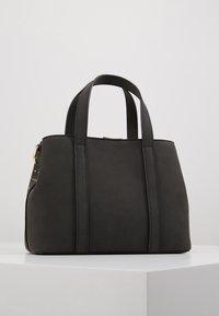 Trussardi Jeans - ANITA TOTE STRIPES STUDS - Käsilaukku - black - 3