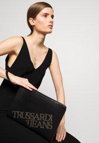 Trussardi Jeans - ELETTRA POUCH STUDS - Clutch - black - 1