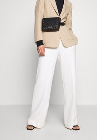 Trussardi Jeans - DAFNE BELT BAG MICRO STUDS - Ledvinka - black - 1