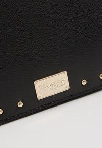 Trussardi Jeans - DAFNE BELT BAG MICRO STUDS - Ledvinka - black - 6