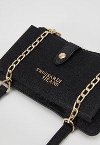 Trussardi Jeans - CLOE CROSSBODY - Umhängetasche - black - 6