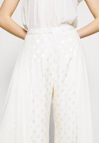 Three Floor - CORRINE TROUSERS - Trousers - off white - 6