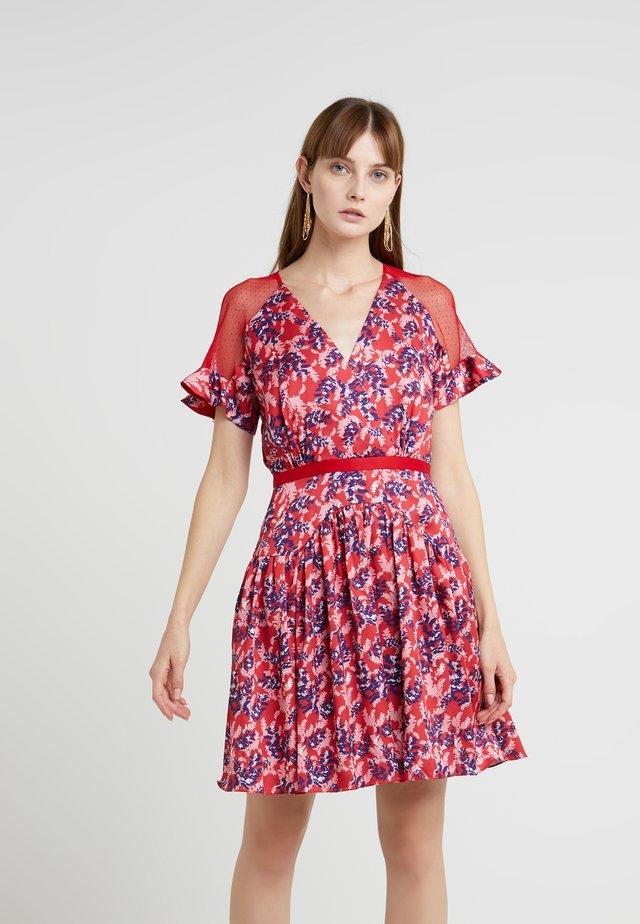POSY DRESS - Cocktailklänning - scarlet red