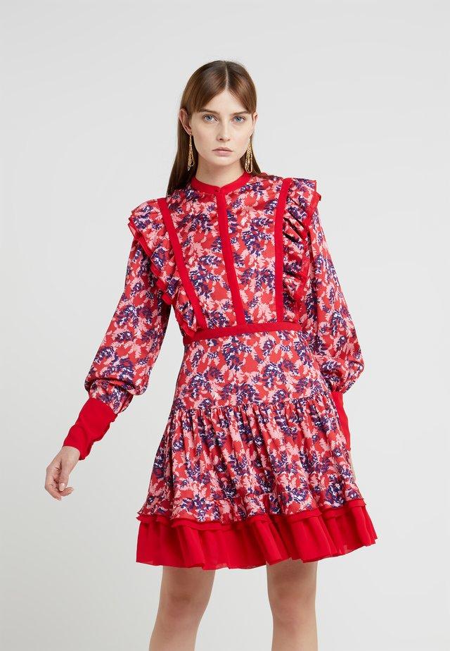 NOT A WALL FLOWER DRESS - Košilové šaty - scarlet red