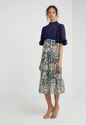 EMBELLISHED DRESS - Cocktailklänning - navy/multi