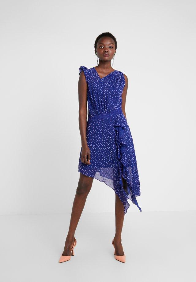 SPOT DIFFUSION DRESS - Cocktailklänning - spectrum blue/violet