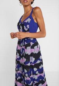 Three Floor - MAGRITTE DRESS - Freizeitkleid - spectrum blue/violet/black - 5