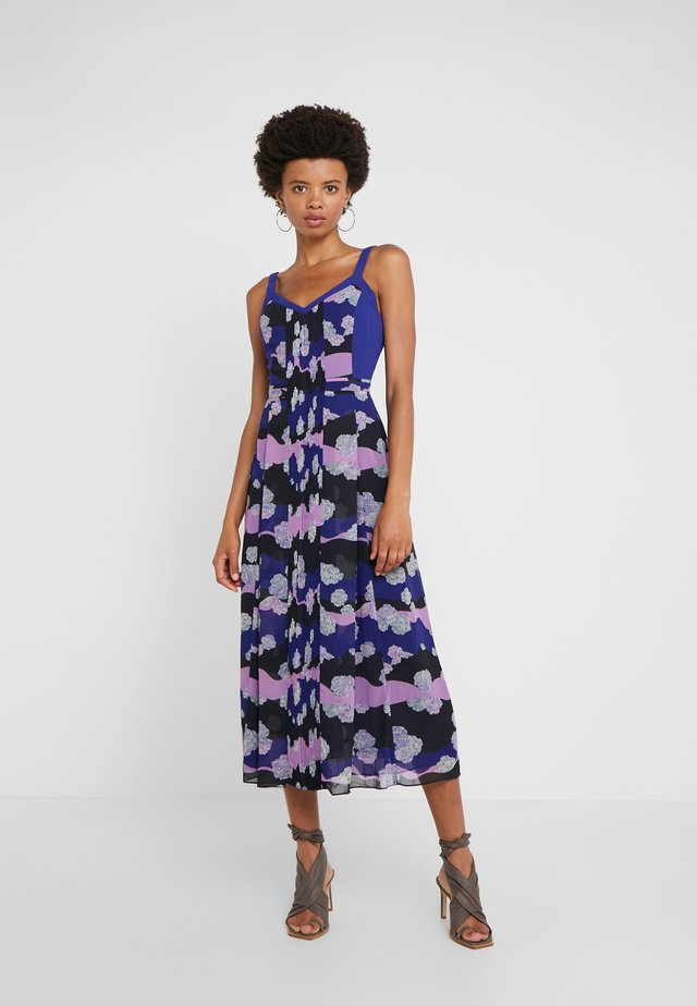 MAGRITTE DRESS - Denní šaty - spectrum blue/violet/black