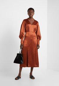 Three Floor - SUNSET DRESS - Koktejlové šaty/ šaty na párty - bronze - 1