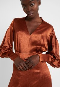 Three Floor - SUNSET DRESS - Koktejlové šaty/ šaty na párty - bronze - 3