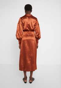 Three Floor - SUNSET DRESS - Koktejlové šaty/ šaty na párty - bronze - 2