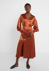 Three Floor - SUNSET DRESS - Koktejlové šaty/ šaty na párty - bronze - 0