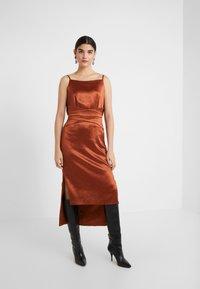 Three Floor - ELIZABETH DRESS - Koktejlové šaty/ šaty na párty - bronze - 1
