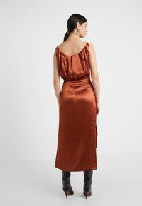 Three Floor - ELIZABETH DRESS - Koktejlové šaty/ šaty na párty - bronze - 2