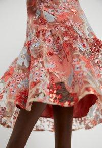 Three Floor - EXCLUSIVE DRESS - Koktejlové šaty/ šaty na párty - red - 5