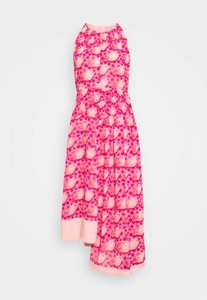 MOSAIC DRESS - Sukienka letnia - tomato red/chintz rose