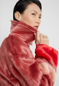 Three Floor - TRINITY JACKET - Lett jakke - faded rose/tomato red - 3