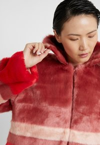 Three Floor - TRINITY JACKET - Lett jakke - faded rose/tomato red - 5