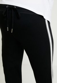 Topshop Maternity - JEGGER - Trainingsbroek - black - 4