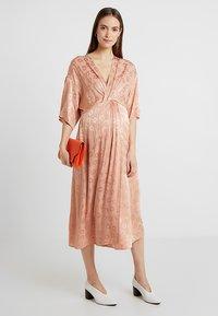 Topshop Maternity - KNOT MIDI - Korte jurk - nude - 1