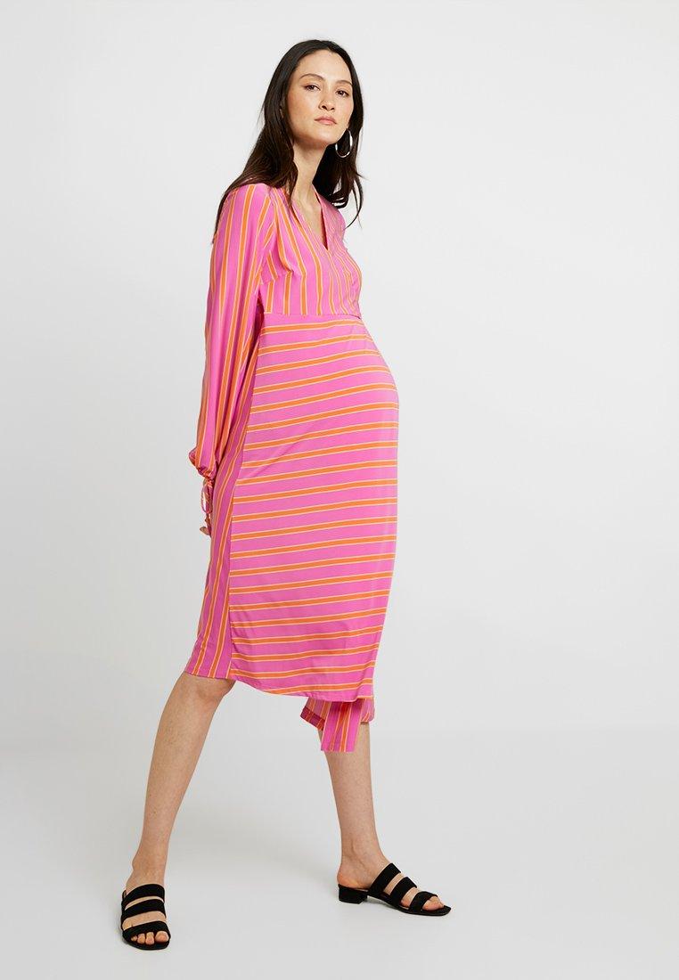 Topshop Maternity - STRIPE WRAP MIDI - Vestito di maglina - pink